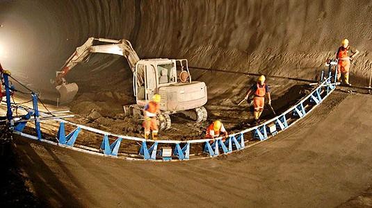 tunnelbetonage_im_radius_mit__betonflaechenfertiger_2
